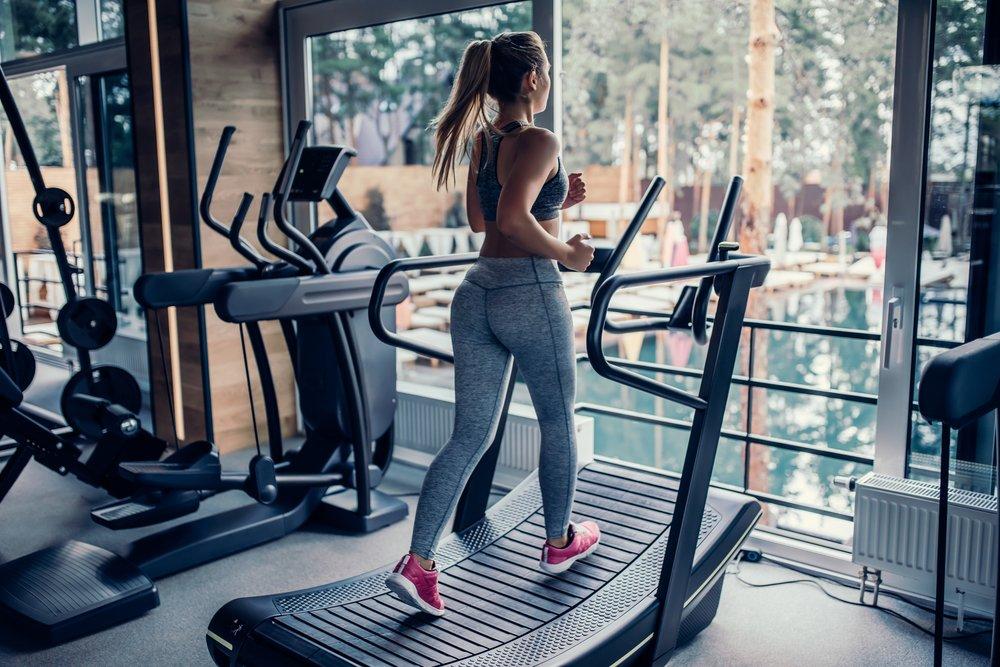manual treadmill vs electric treadmill - curved treadmill image